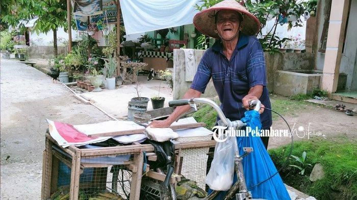 Mbah Hamid, Kakek Usia 91 Tahun Semangat Jualan Tempe di Pekanbaru