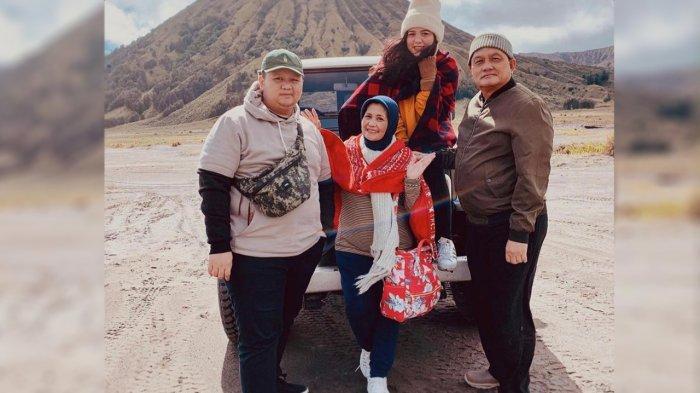 Eliana Amaran bersama Suami dan anak