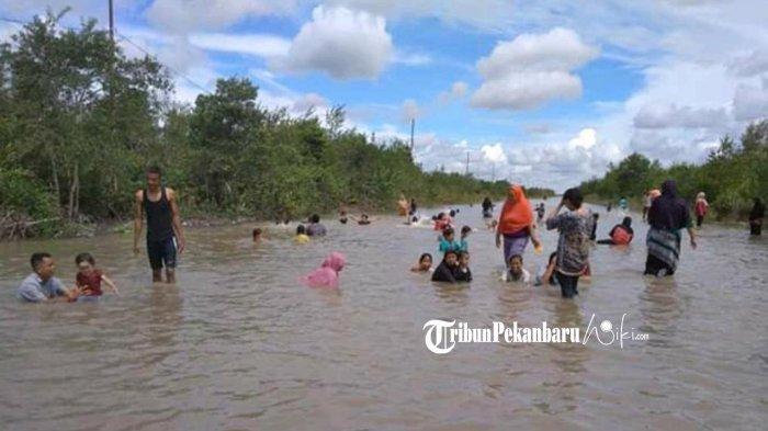 Banjir Rob di Kepualauan Meranti Riau Jadi Tempat Wisata