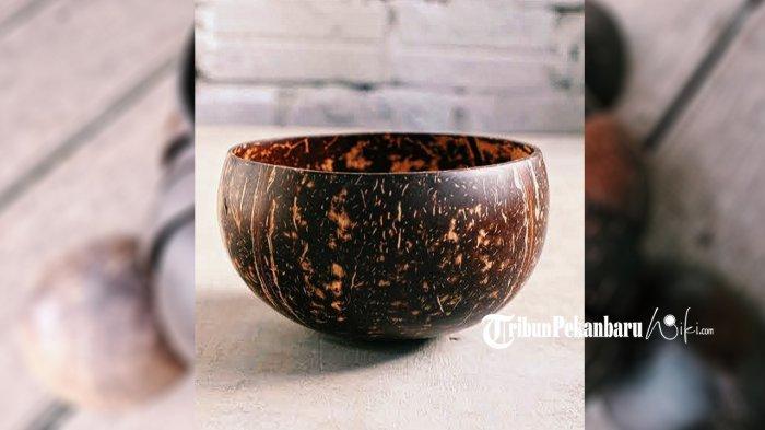 Mangkuk batok kelapa yang dibuat oleh  Muhammad Ridin Ridwan