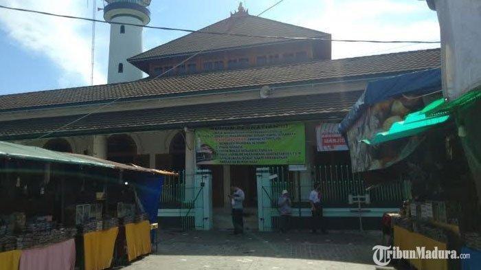 Masjid Sunan Ampel di Jalan Petukangan I, Kecamatan Semampir, Kota Surabaya, Kamis Sore 23 April 2020
