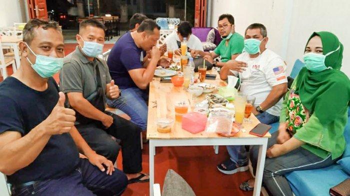 Pengunjung Warung Dapurasa Jalan Pinang Nomor 46 Pekanbaru