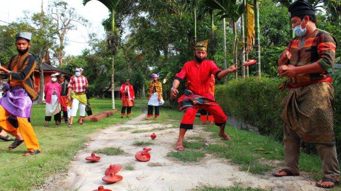 Permainan Gasing yang dilakukan Azimat Melayu Pesisir di Kepulauan Meranti Riau
