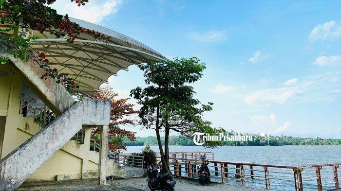 Tribun Penonton yang digunakan saat ivent cabang olahraga Sky Air pada PON tahun 2012 lalu di Danau Bandar Kayangan atau Danau Buatan. (tribunpekanbaruwiki.com/aan ramdani)