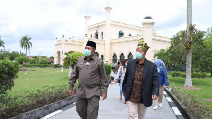 Wagub Sumbar Nasrul Abit Kagumi Peninggalan Sultan Siak