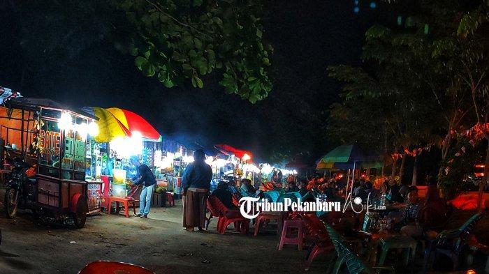 Kawasan wisata kuliner bhakti praja di Jalan Bhakti Praja, Pangkalan Kerinci, Kabupaten Pelalawan, Riau