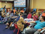 kegiatan-donor-darah-yang-dilaksanakan-relawan-peduli-covid-19-riau.jpg