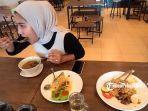 menikmati-berbagai-macam-menu-olahan-ala-timur-tengah-di-rumi-cafe-jalan-paus-kota-pekanbaru.jpg