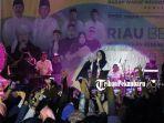 nissa-sabyan-saat-tampil-dalam-konser-amal-di-gelanggang-remaja-kota-pekanbaru-29-juni-2019.jpg