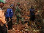 sejumlah-personil-satgas-darat-penanganan-kebakaran-hutan-dan-lahan-di-dumai.jpg