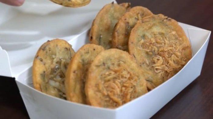 Bakwan, kuliner khas di Pontianak.