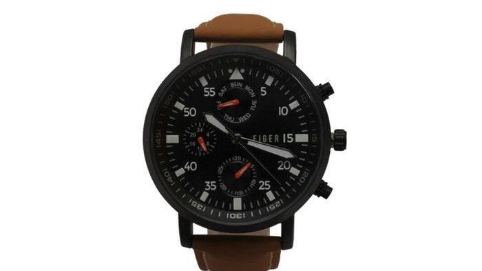 Jam tangan brand lokal warna hitam Eiger.