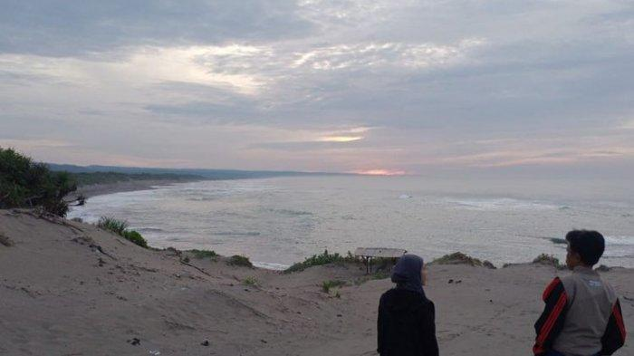 Area Gumuk Pasir Tungtung Karang yang berada dalam kawasan wisata Pantai Sayang Heulang di Desa Mancagahar, Kecamatan Pameungpeuk, Kabupaten Garut.