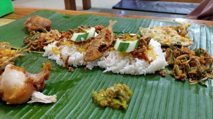Yoookk Makan di Rumah, Hidangkan Menu Saprahan