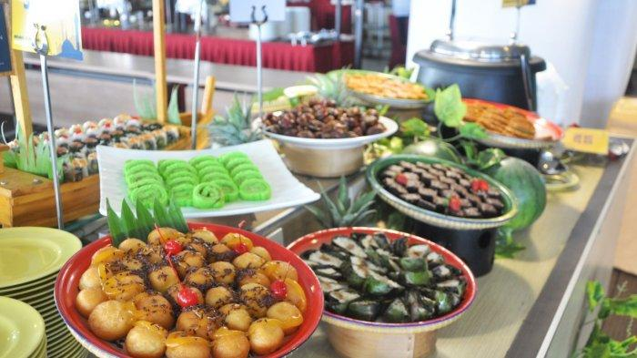 Jajan pasar tradisional yang menjadi ciri khas di Golden Tulip Pontianak