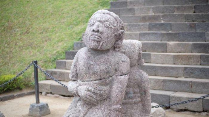 Arca berbentuk manusia di Candi Cetho di Karanganyar, Jawa Tengah.(Kompas.com/Silvita Agmasari)