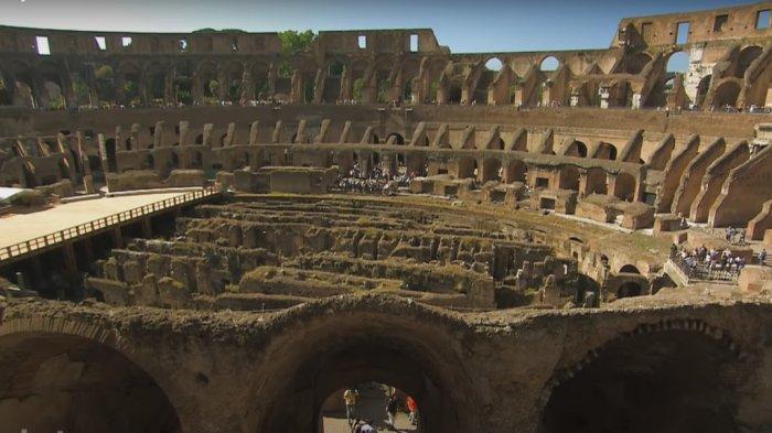 Bagian dalam Colosseum di Italia