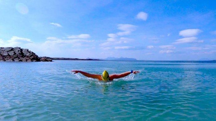 Berenang Di Laut Nyatanya Menyehatkan Berikut 5 Manfaat Berenang Di Laut Tribunsolo Travel