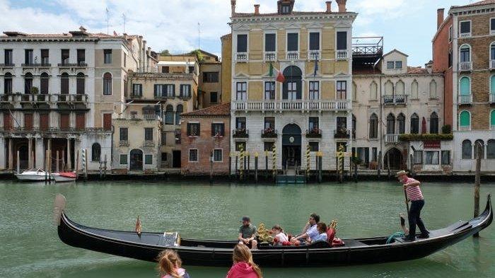 Bukan Jaga Jarak, Jumlah Penumpang Gondola di Venesia Kini Dikurangi, Kenapa?