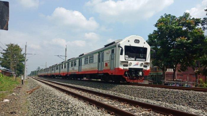Jadwal KRL & Prameks Berdekatan, Waktu Transisi 11 Menit, Penumpang Khawatir Ketinggalan Kereta