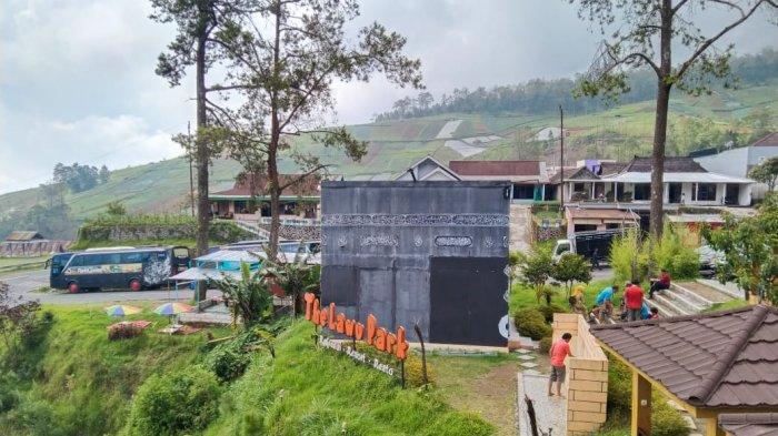 The Lawu Park : Bangunan Kabah Di Tengah Area Tawangmangu