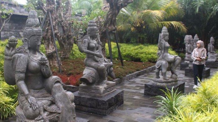 Sejumlah patung berbentuk arca di Lembah Tumpang, destinasi wisata di Kecamatan Tumpang, Kabupaten Malang, Jumat (6/12/2019).(KOMPAS.COM/ANDI HARTIK)