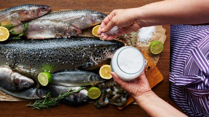 4 Tips Menghilangkan Bau Lumpur Saat Akan Memasak Ikan Air Tawar - TribunSolo Travel