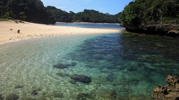 Menikmati Keindahan Tiga Pantai di Malang, Masih Asri dan Belum Banyak Wisatawan