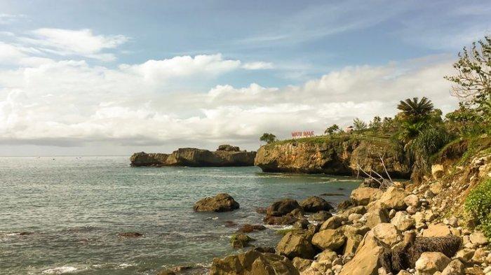 Pantai Watu Bale Pacitan Kini Punya Wahana Uji Nyali, Berani Coba?