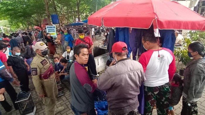 Gerakan Jateng di Rumah Saja, Pasar Depok Solo Penuh Sesak: Paguyuban Kewalahan Ingatkan Prokes
