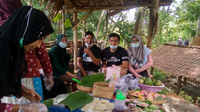 Nostalgia Jajanan Tempo Dulu, Warga Desa di Mojogedang Karanganyar Hadirkan Pasar Ciplukan
