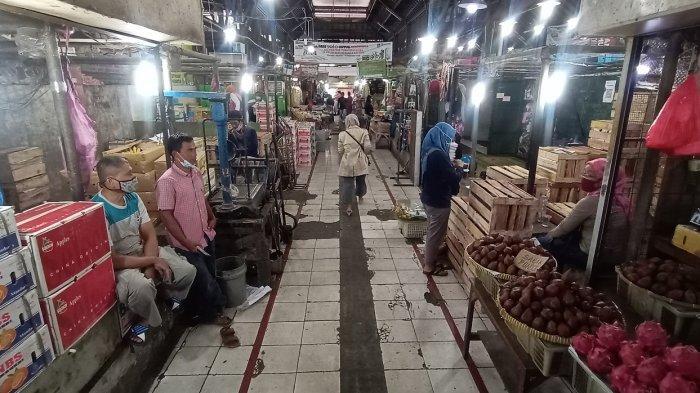 Sepi, Pasar Gede Solo di Hari Pertama Jateng di Rumah Saja : Masyarakat Sudah Sadar