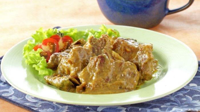 Resep Daging Ungkep Petis Pedas, Menu Enak Untuk Makan Malam
