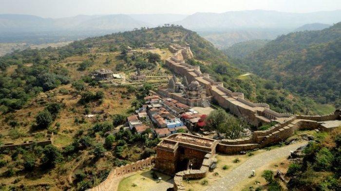 Menikmati Keindahan Great Wall India yang Berada di Tempat Terpencil