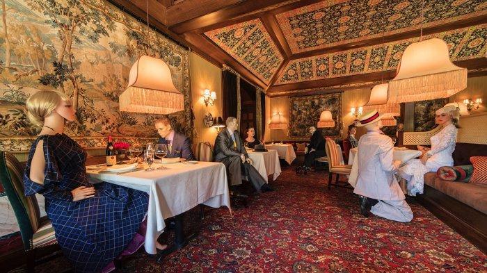 Pengunjung Resto Dibatasi, Restoran di Amerika Ini Gunakan Manekin Vintage Untuk Isi Kursi