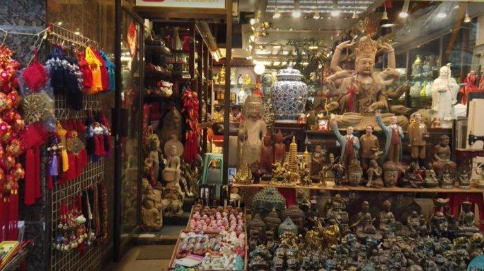 Beberapa jenis barang yang dijual di upper lascar row Hongkong