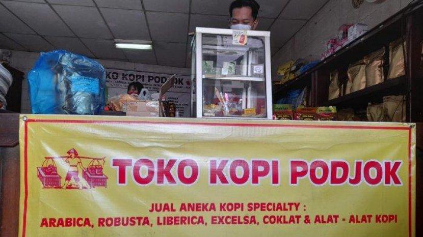 toko-kopi-podjok-pasar-gede-solon-yoaaa.jpg