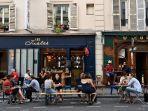 pelanggan-makan-minum-di-teras-cafe-di-paris-perancis.jpg