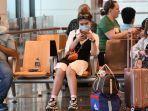 penumpang-menunggu-penerbangan-di-bandara-internasional-changi-di-singapura.jpg