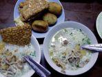 soto-ayam-di-gerai-soto-gading-1-yos-solo-kuliner.jpg