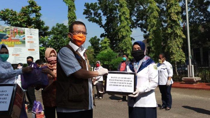 Disbudpar Sumsel Bagikan Ratusan Paket Sembako dan Paket Berbuka Puasa untuk yang Terdampak Covid-19