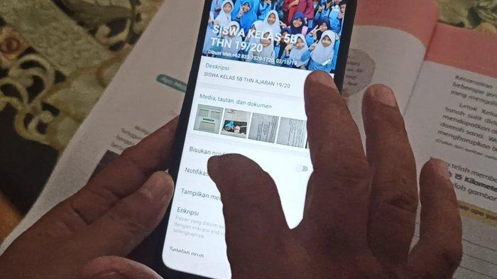 Guru SD di Palembang Terapkan Belajar Secara Online Via Grup WhatsApp