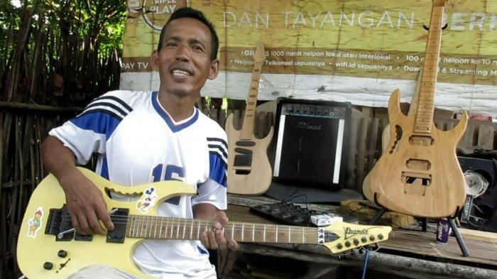 Pengrajin Kayu di Ogan Ilir Buat Gitar dari Kayu Jati dan Tembesu, Bisa Order By Custom