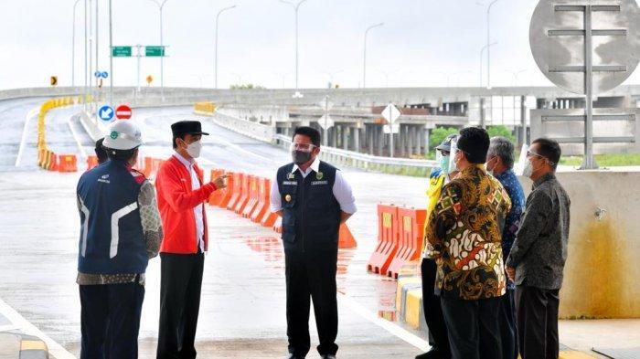 Presiden Jokowi meninjau Tol Kayuagung - Palembang - Betung, Ruas Kayuagung Palembang, Selasa (26/1/2021).