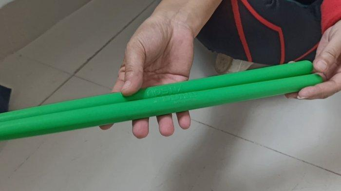 Ripstix yang digunakan untuk olahraga pound fit.