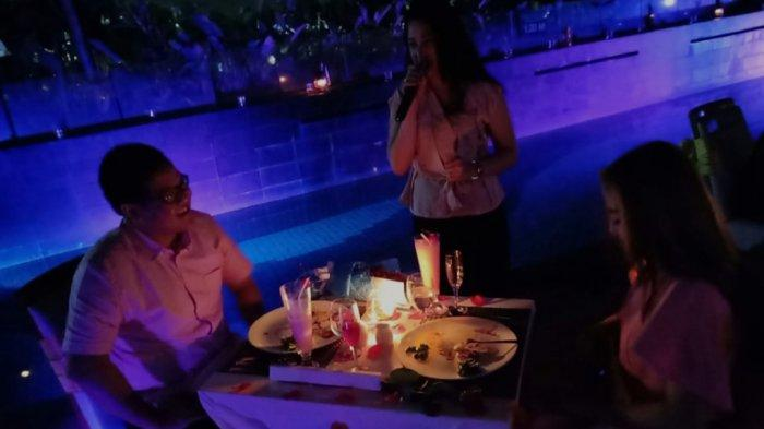 Suasana makan malam romantis di Santika Radial Palembang.