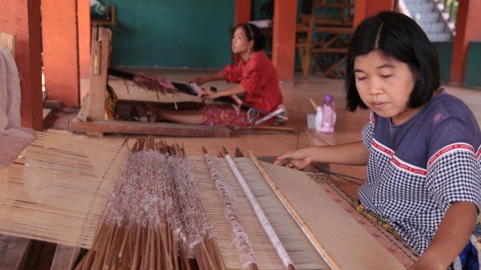 Anak-anak Muda di Ogan Ilir Masih Banyak yang Berminat Menenun