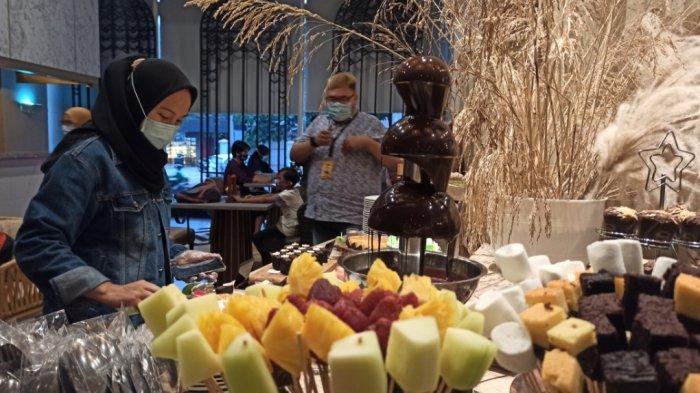 Suasana berbuka di The Alts Hotel Palembang.