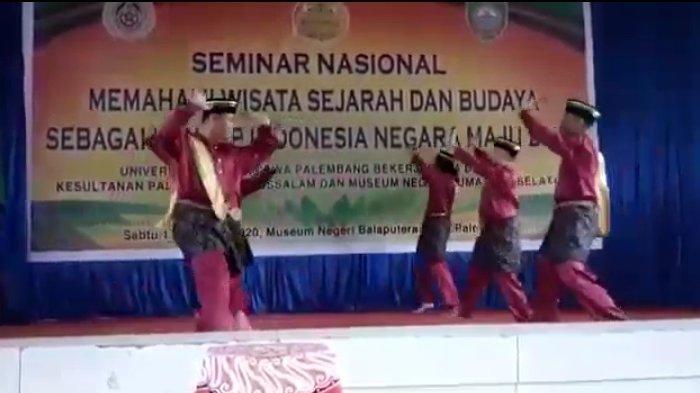 Tarian Sondok Piyogo saat  saat tampil perdana di pembukaan Seminar Nasional dengan Tema Memahami Wisata Sejarah dan Budaya Sebagai Konsep Indonesia Negara Maju 2045,  Sabtu (17/10) di Auditorium Museum Sumatera Selatan Balaputra Dewa Palembang.