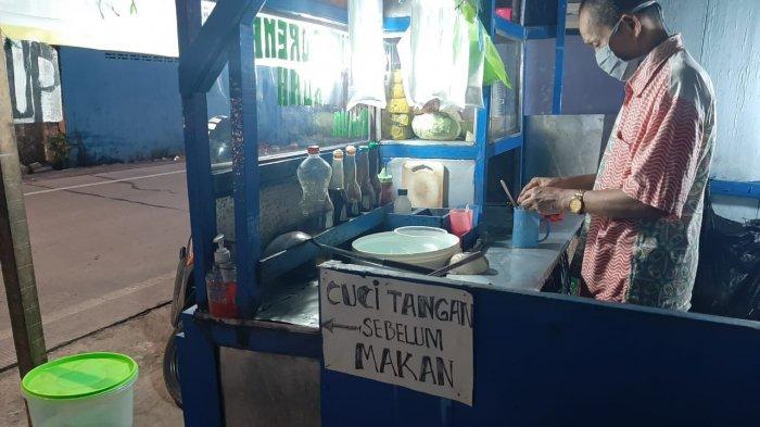 Pemilik Warung Makan Sumber Rejeki, Batasi Pengunjung Hingga Siapkan Tempat Cuci Tangan